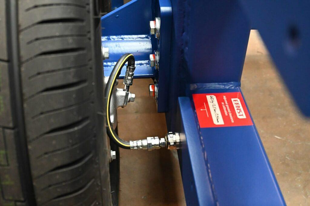 Mobile barrier - integrated brake line