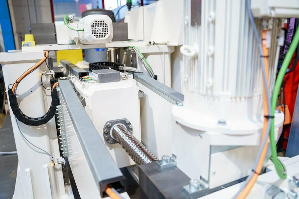 Side compression system - electromechanical compression spindle for tensile and compression tests