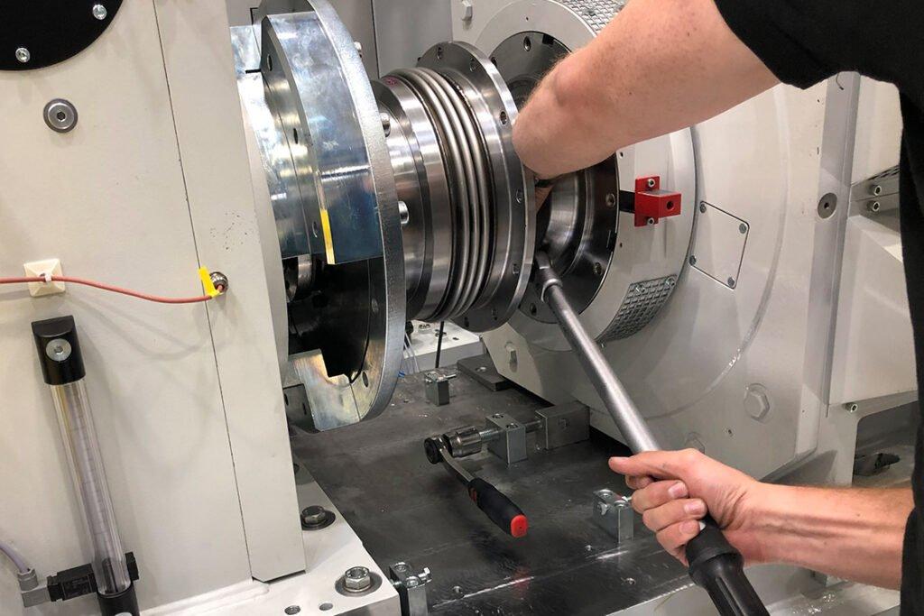 Vor-Ort-Service - ERNST Prüfmaschinen